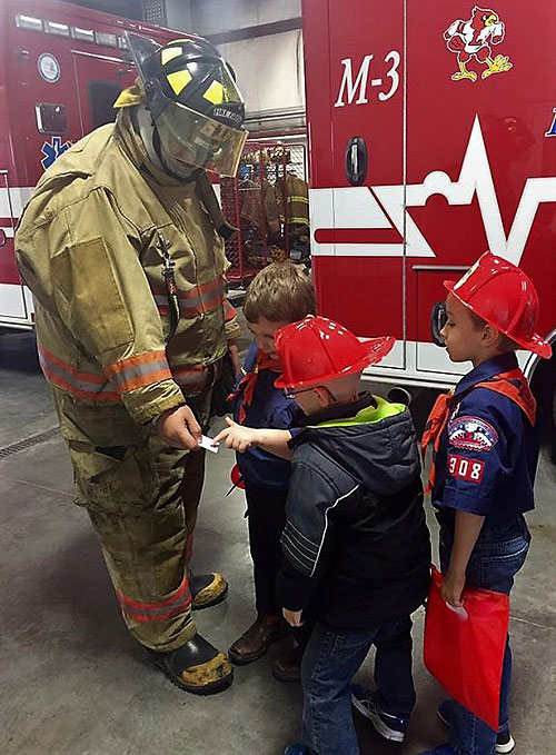 Photo of 4-H students touring Lawson Fire Department